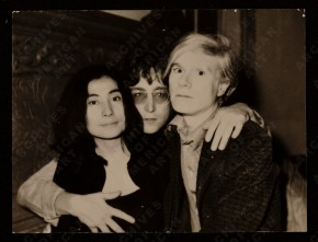 [Yoko Ono, John Lennon and Andy Warhol], 1971 June 5 / David Bourdon, photographer. Photographic print : 1 item : b&w ; 11 x 14 cm. David Bourdon papers, 1953-1998. Archives of American Art.